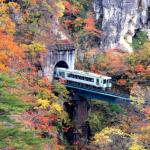 鳴子峡を電車が通過する写真の場所は?通過時間いつ?